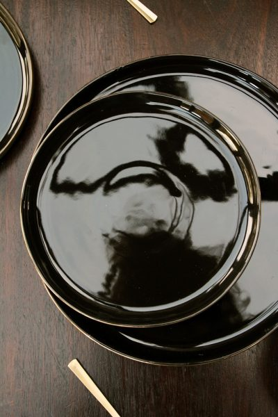 Glossy noir plate