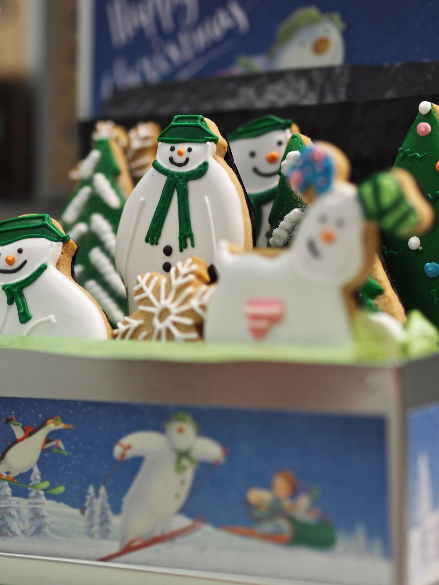 Biscuiteers, The Snowman, Christmas in July, hello peagreen, interior blogger, colour hunting for christmas