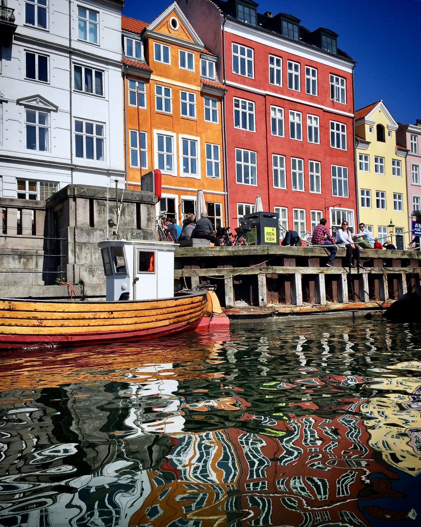 A bloggers guide to Copenhagen featuring Hello Peagreen, Copenhagen, Nyhavn, travel tips, copenhagen canals, hello peagreen, travel blogger