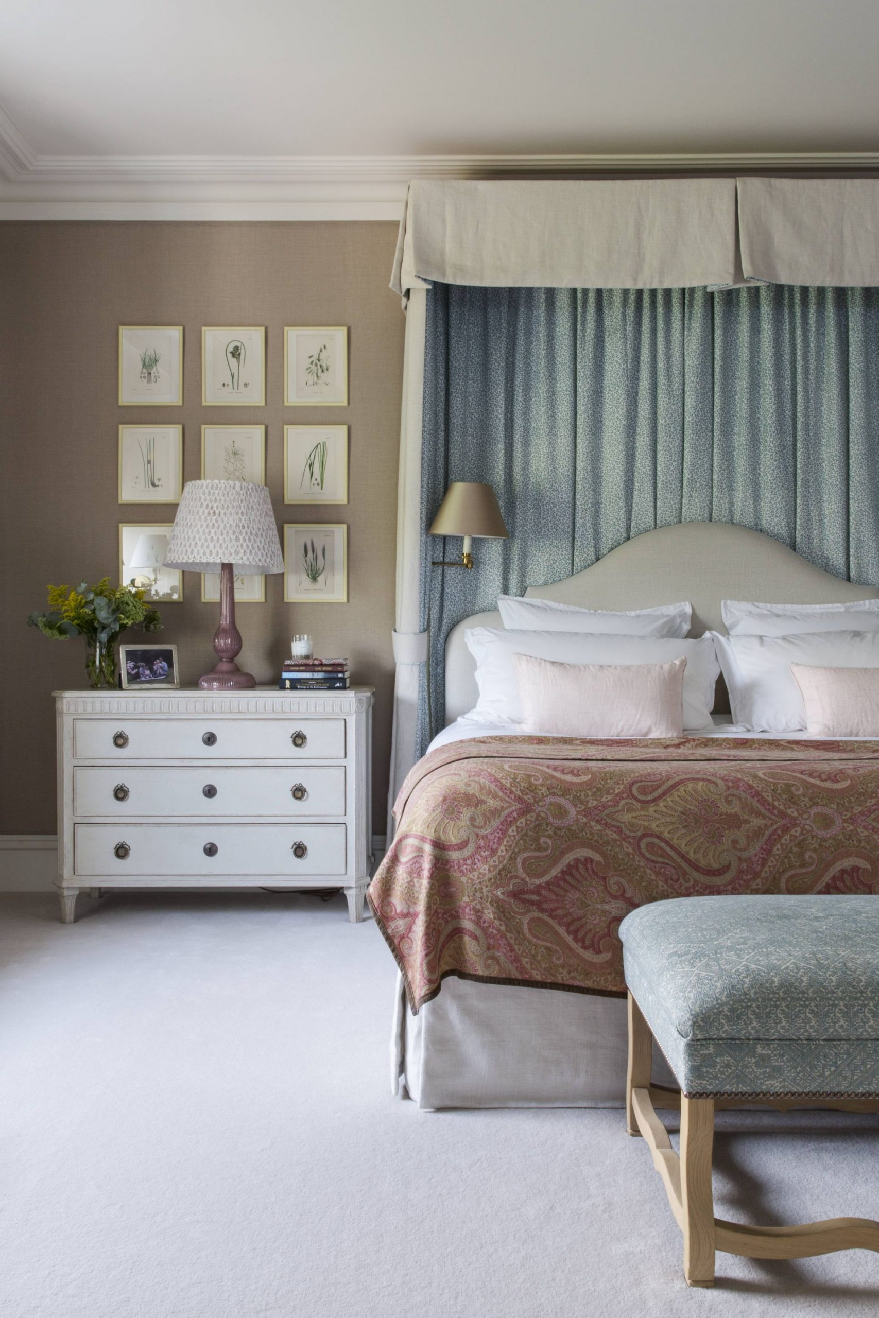 Bed Room by Salvesen Graham, traditional decor, country house style